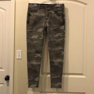 "Democracy Camo Jeans Size 8 ""Ab"" Solution Skinny"